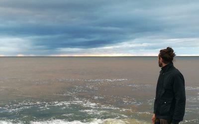 In viaggio con Gabriele Pino attraverso l'Isola del Vento